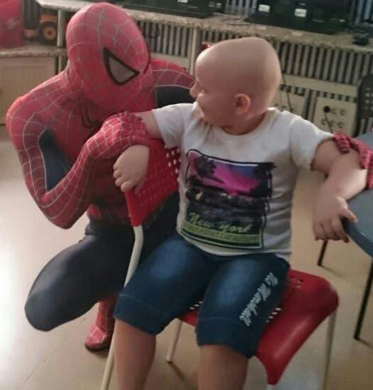 spiderman-que-visita-los-hospitales8