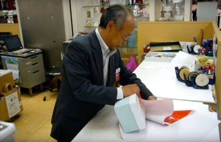 aprende-facil-a-envolver-regalos-esta-navidad-con-la-tecnica-japonesa-furoshiki