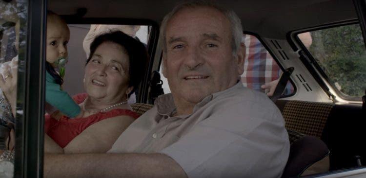 padre-enseno-a-sus-siete-hijos-a-conducir-en-el-ford-fiesta-de-1078-recibe-una-emotiva-sorpresa-1