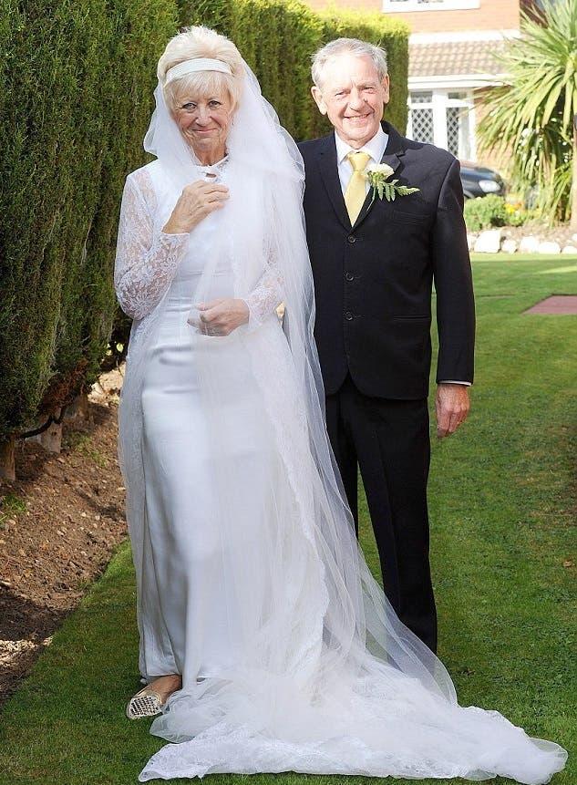 pareja-celebra-50-aniversario-luciendo-el-mismo-traje-que-usaron-en-su-boda-3