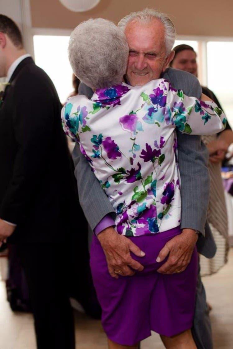 parejas-ancianos-divertidas-03
