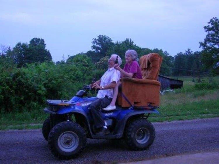 parejas-ancianos-divertidas-08