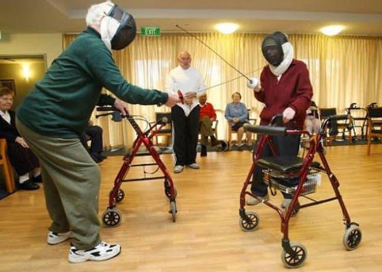 parejas-ancianos-divertidas-09