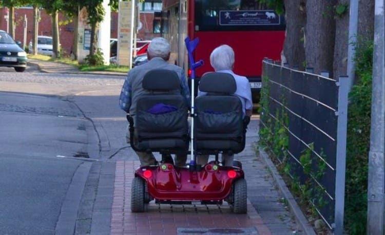 parejas-ancianos-divertidas-13