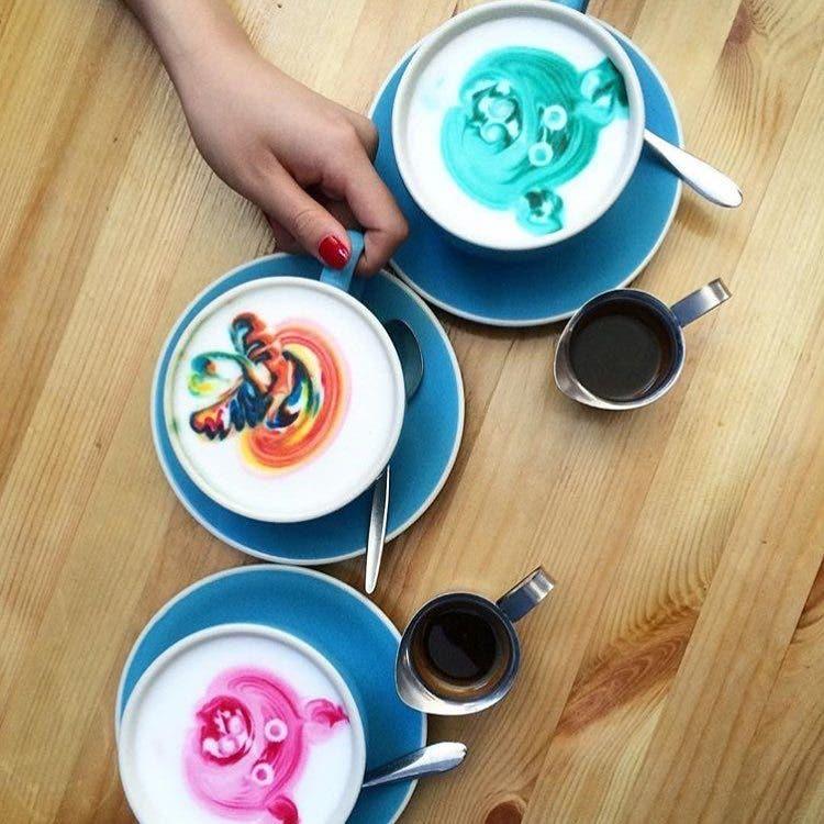 barista-lattes-arcoiris-4