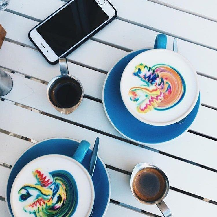 barista-lattes-arcoiris-9
