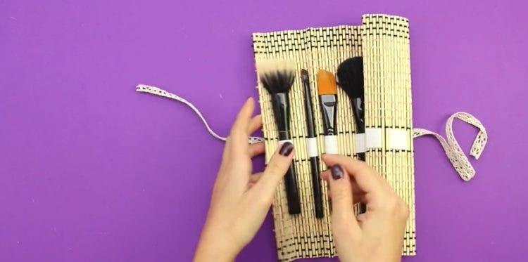como-hacer-organizador-de-maquillaje10