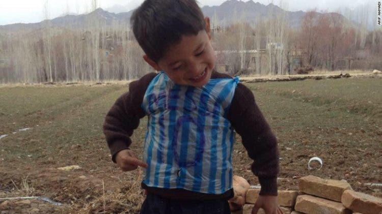 nino-camiseta-afgano-conoce-a-messi1