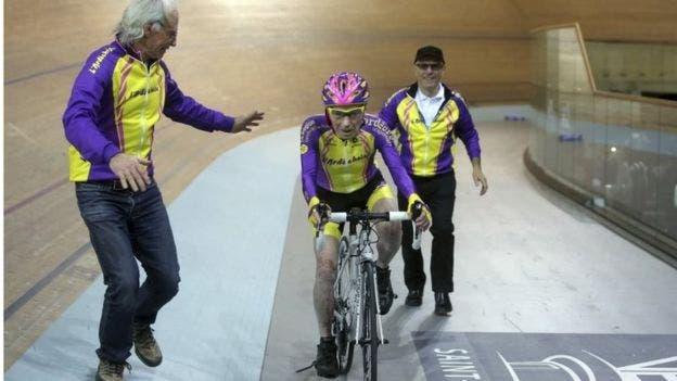 ciclista-frances-de-105-anos-rompe-record-mundial-de-hora-en-bicicleta-2