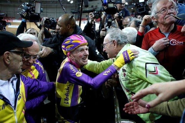 ciclista-frances-de-105-anos-rompe-record-mundial-de-hora-en-bicicleta-4