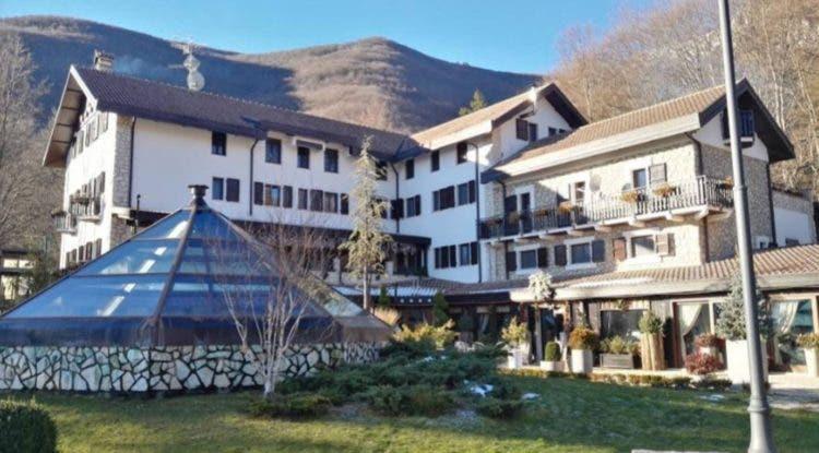 hotel-sepultado-italia-nieve6
