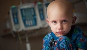 00137970-005, 09-10-09, children inpatient, portraits, inpatient room, infusion pump, bald, smiling, male, boy, Carson Ross,