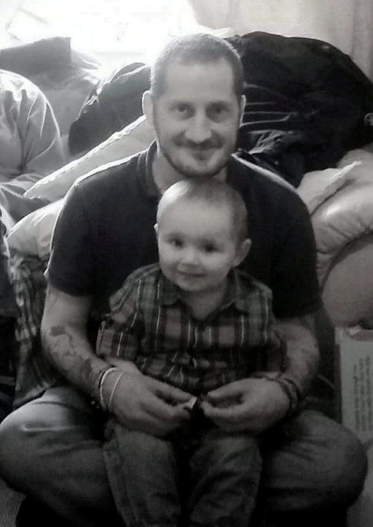 padre-con-cancer-encuentra-famila-para-su-hijo3