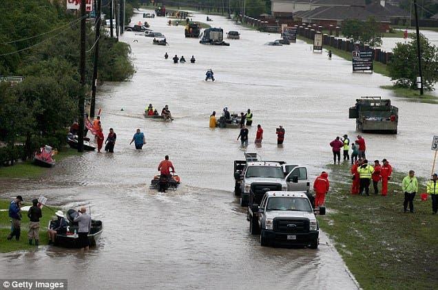 madre ahogada huracan harvey tormenta hija 3 años aferrada cuerpo rescate aguas congeladas texas estados unidos eeuu usa collette sulcer
