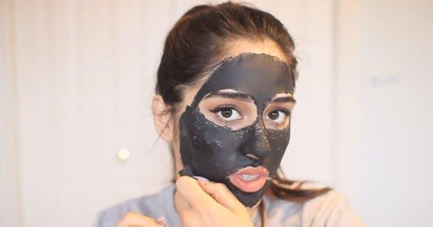 mascarilla peel off limpiar poros con pega y carbon activado negra mejor facial peeling micro dermoabrasion limpieza profunda rostro belleza tips trucos tendencias
