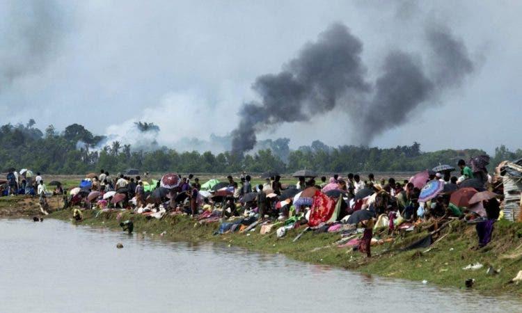 rohingya madre se despide bebé 5 semanas muerto violencia Myanmar Birmania Hanida Begum persecution racial social discriminacion discrimination refugees refugiados Bangladesh