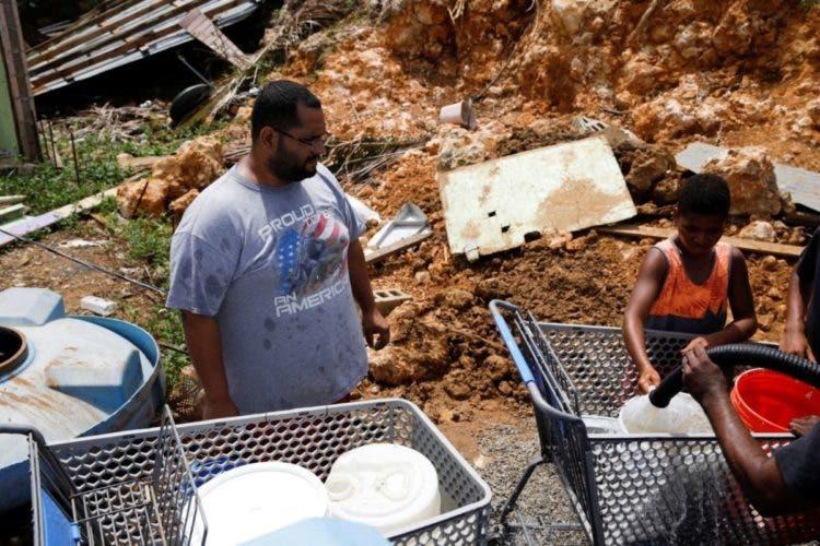 huracan maria fotoreportaje la vida en puerto rico tras el paso del huracán bañarse rios mangueras atravesar refrescarse en la calle volvieron al pasado how life changed after the hurricane destruction