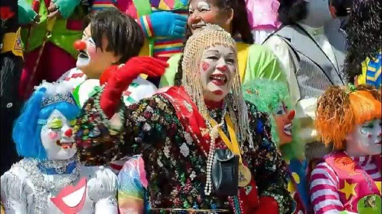 Adela peralta la payasita mas longeva de mexico con 87 años sobrevivio 32 horas bajo los escombros rescate asombroso ejemplo vida anciana maga magia vedette tiki rescued oldest elderly clown mexico earthquake survivor example