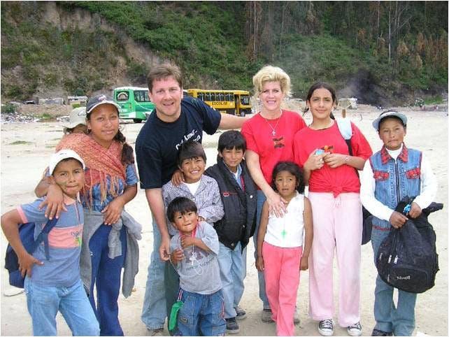 Síndrome de down bolsa de basura Eddie Ecuador Jim Rachel Van Eerden adopcion