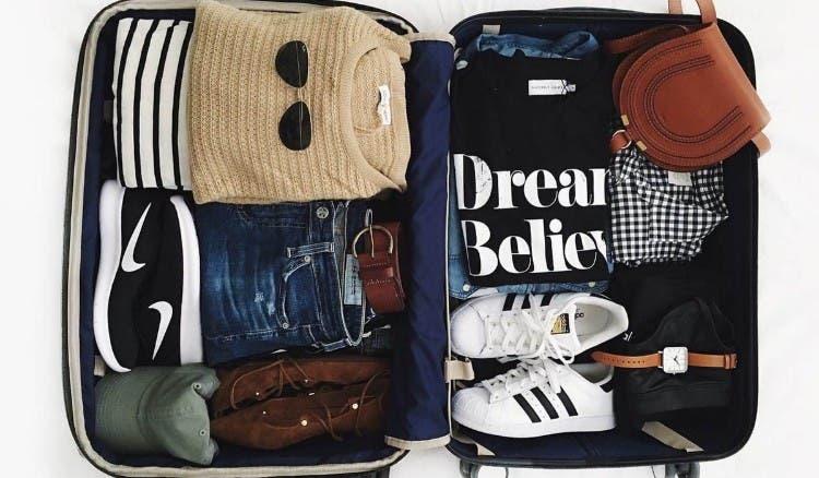 8 consejos para que la tarea de empacar tu equipaje sea - Doblar camisetas para que no se arruguen ...