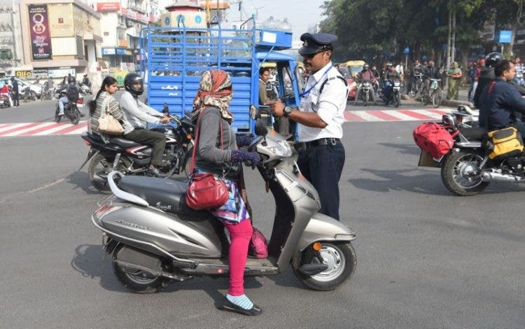 indore en india un policia Ranjeet Singh baile de moonwalk de michael jackson viral