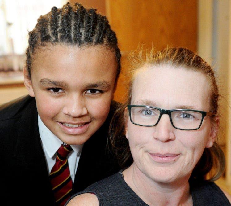 Lemar-Shea Simpson Eastwood Academy in Leigh-on-Sea, Essex, niño sancionado expulsado aislamiento trenzas cabello estilo extremo raza mixta racismo 12 años adolescente