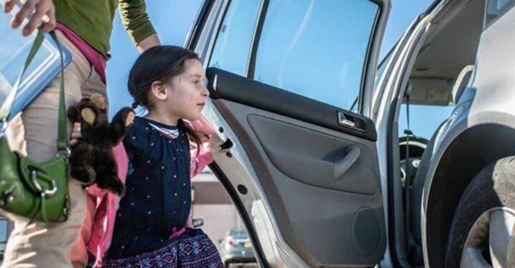 nina secuestrada estacionamiento robo carro madre aterrorizada terror horror encontrada policia medio noche congelada alegria esperanza final feliz