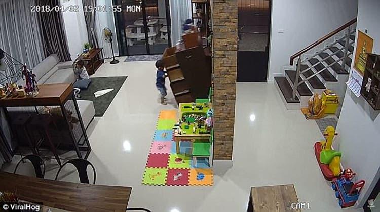 ALERTA – Este aterrador vídeo muestra lo fácil que un bebé puede ser ...