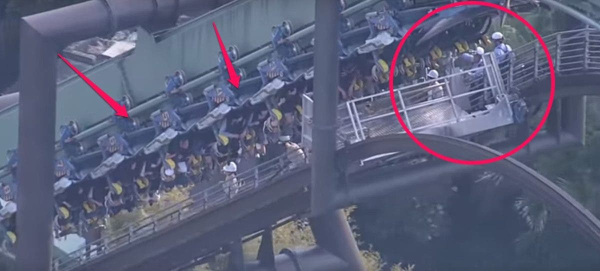 estas personas pasaron 2 horas atrapadas en la cima de una montaña rusa Jurassic Park-themed japon osaka