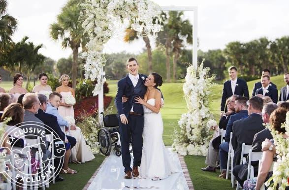 Chris Norton jugador de fútbol americano paralizado de la cintura para abajo camina al altar dia de su boda increíble fortaleza ejemplo y mujer paralyzed futbol accident waist neck down spinal cord injury accident