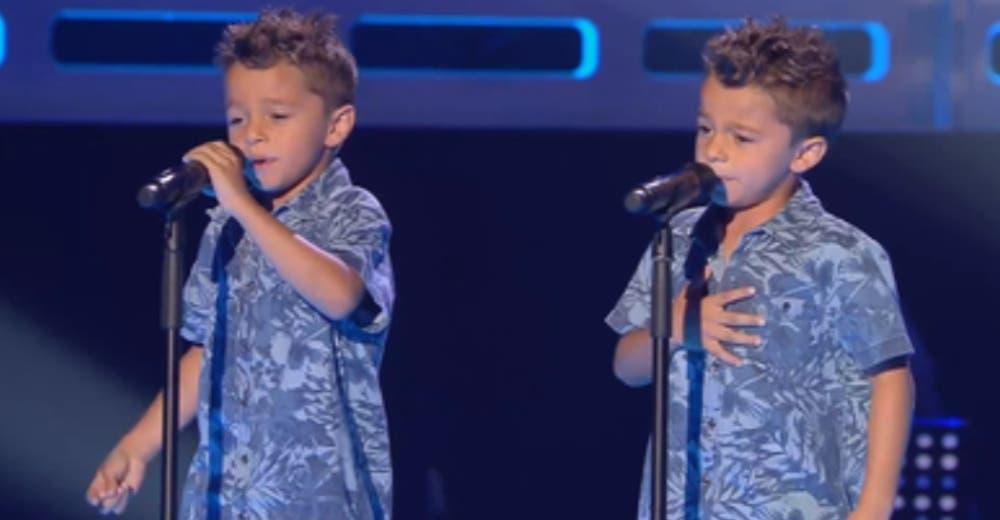 Cuando los gemelos empezaron a cantar emocionaron al jurado del programa de talentos