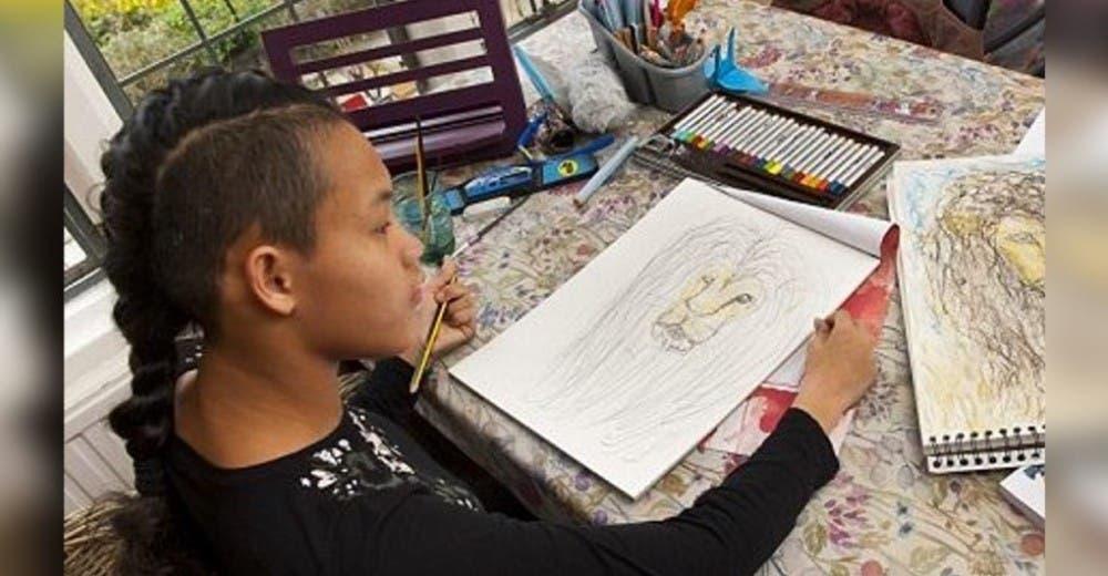 La niña abandonada por sus padres por tener parálisis cerebral deslumbra a todos con su talento