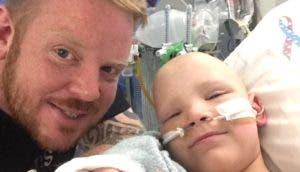 Pierden a su hijo de 8 años horas después de pedir ayuda para pagar su tratamiento