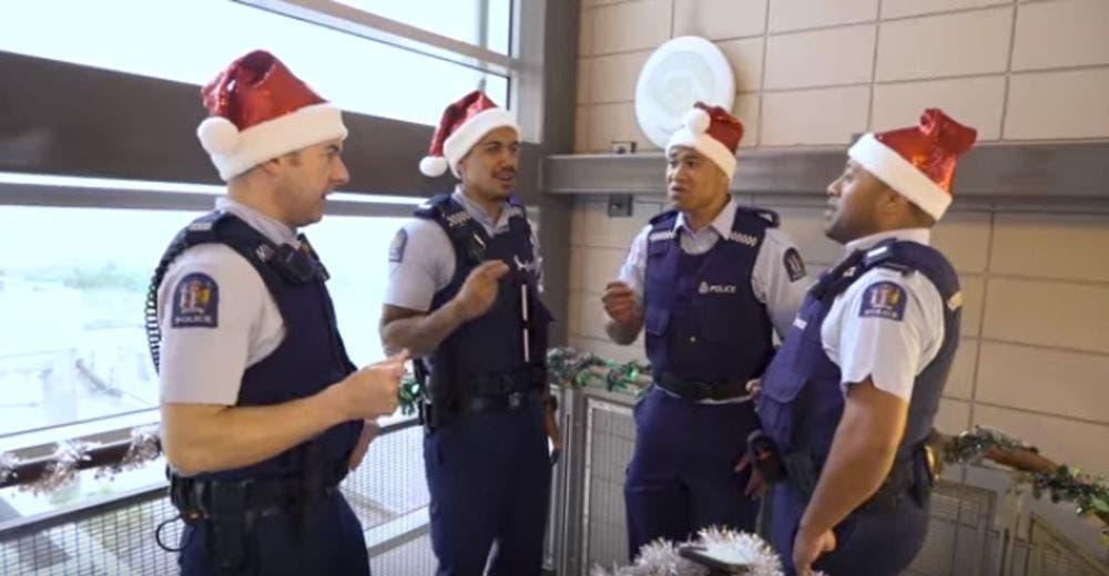 Se hace viral la talentosa forma en la que estos policías celebran la Navidad