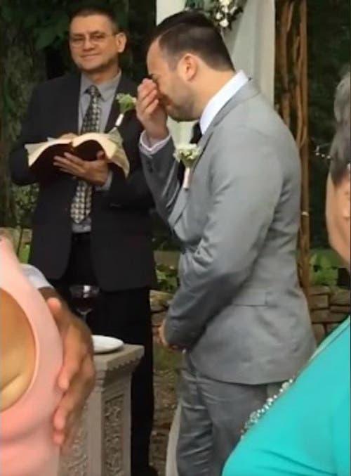 Novio en el altar