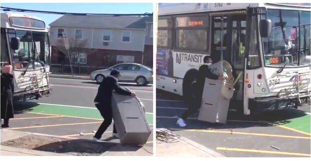 Roba un cajero automático e intenta escapar con él en un autobús ofreciéndole dinero al chófer