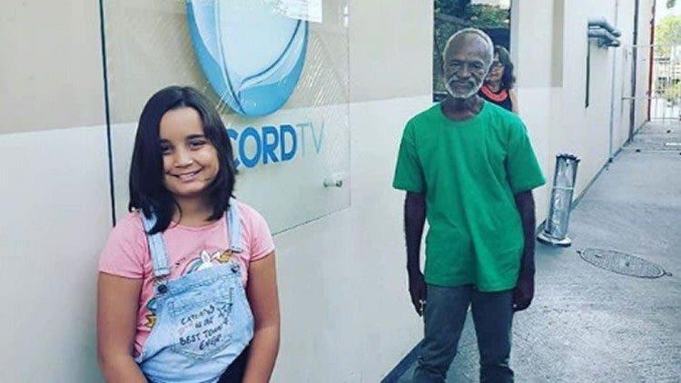 La Historia Viral De La Niña De 9 Años Que Acompaña A Un