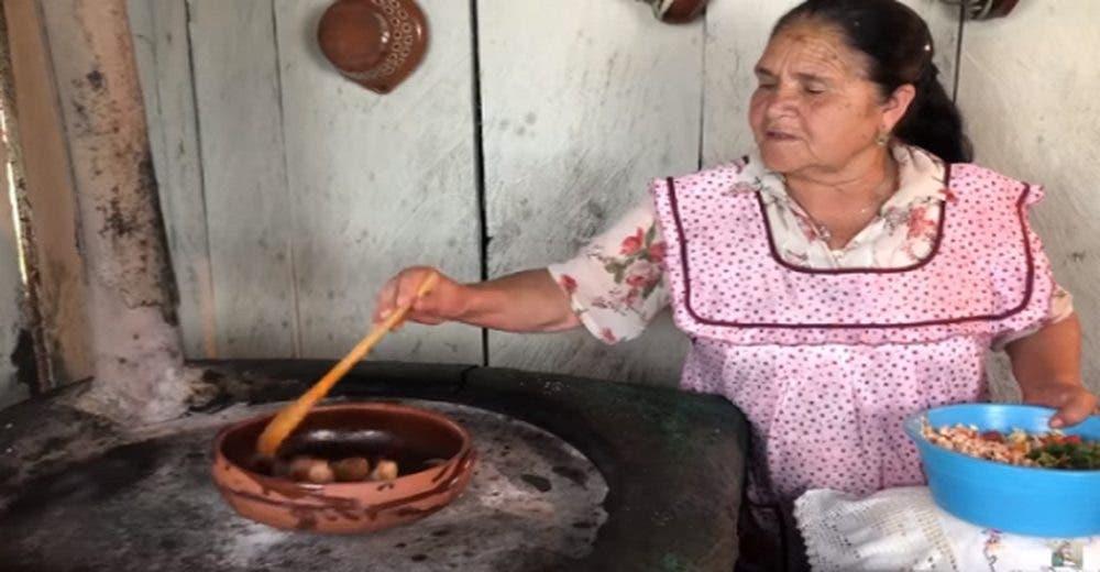 El canal de YouTube de una humilde abuelita enternece a todos – «De mi rancho a tu cocina»