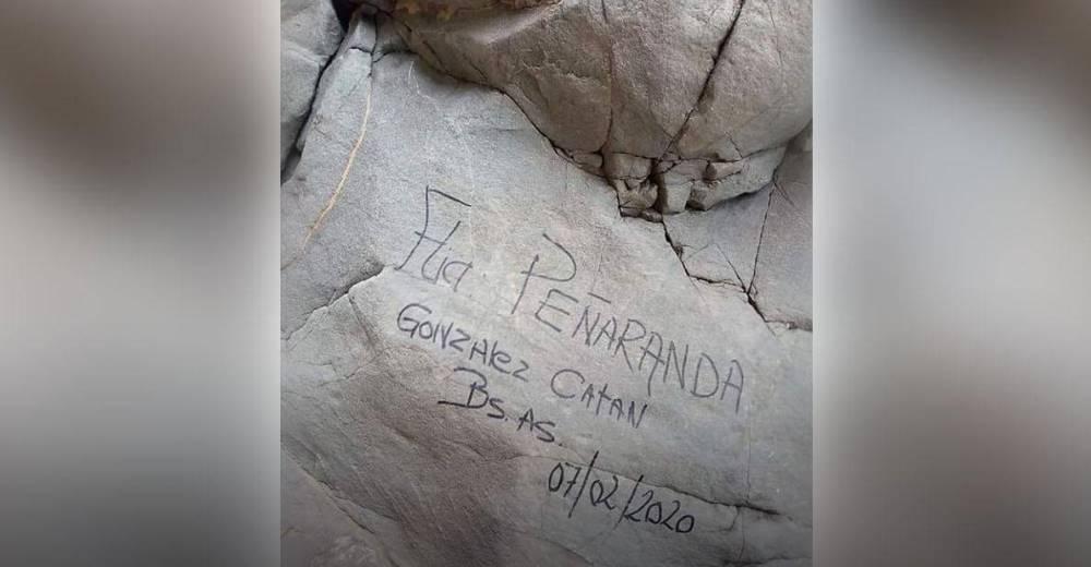 Buscan a la familia que deberá comparecer ante la justicia por escribir un mensaje en una roca