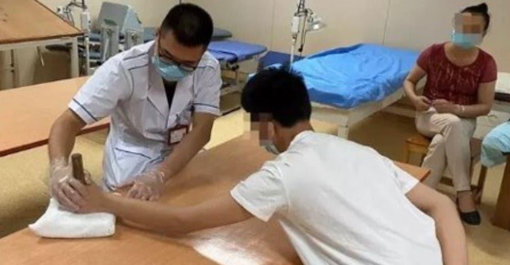 A los 15 años termina con la mitad de su cuerpo paralizado por usar en exceso su teléfono móvil