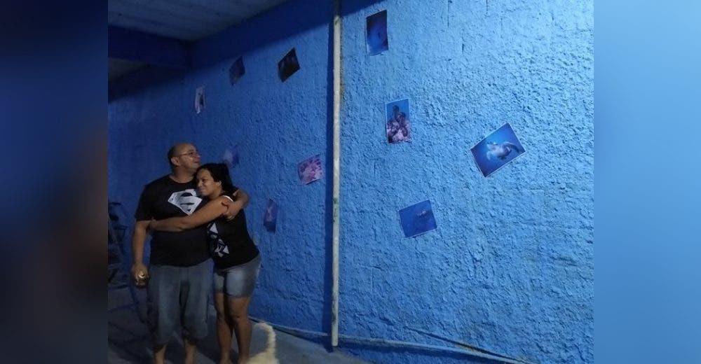 Pinta de azul una pared de su humilde vivienda para que su esposa pudiera recordar el mar