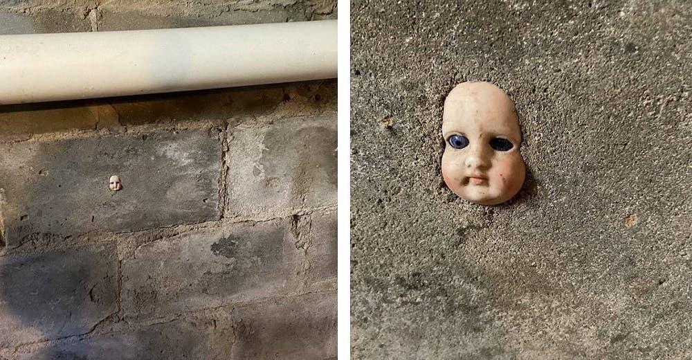 Se queda aterrada al ver rostros de muñecas incrustados en las paredes del sótano