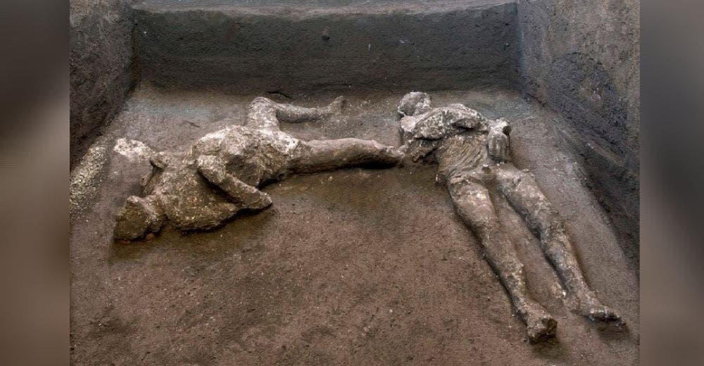 Hallan los cuerpos de un noble y su esclavo perfectamente conservados desde hace 2 mil años