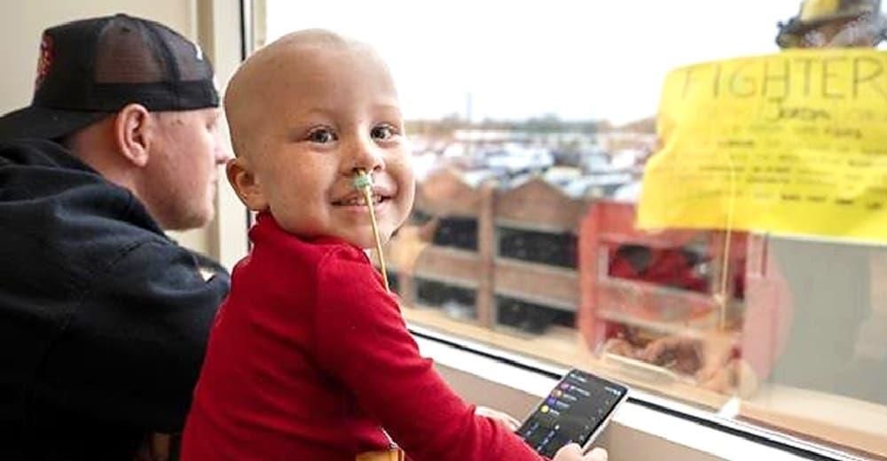 «Vi a mi hijo ganarle al cáncer»- Celebran en el hospital que su hijo de 4 años logró sobrevivir