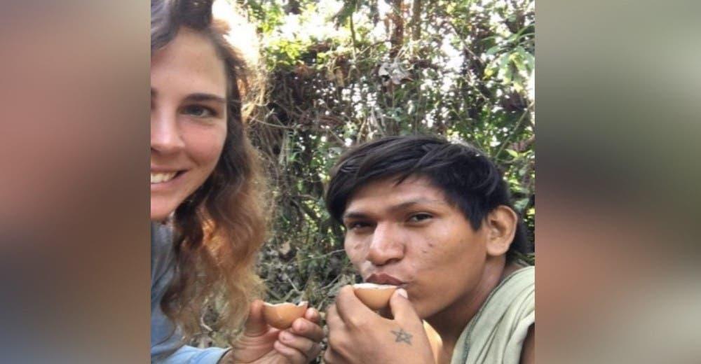 Empieza una relación con un adolescente indígena y renuncia a todo para vivir en la selva