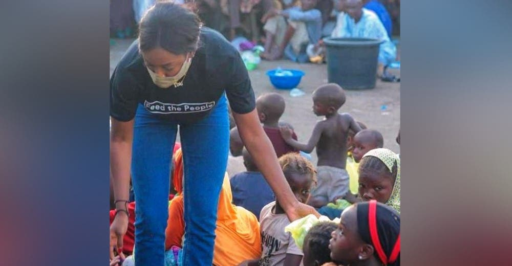 Una joven de 27 años se esfuerza para alimentar a 350 personas que no tienen nada