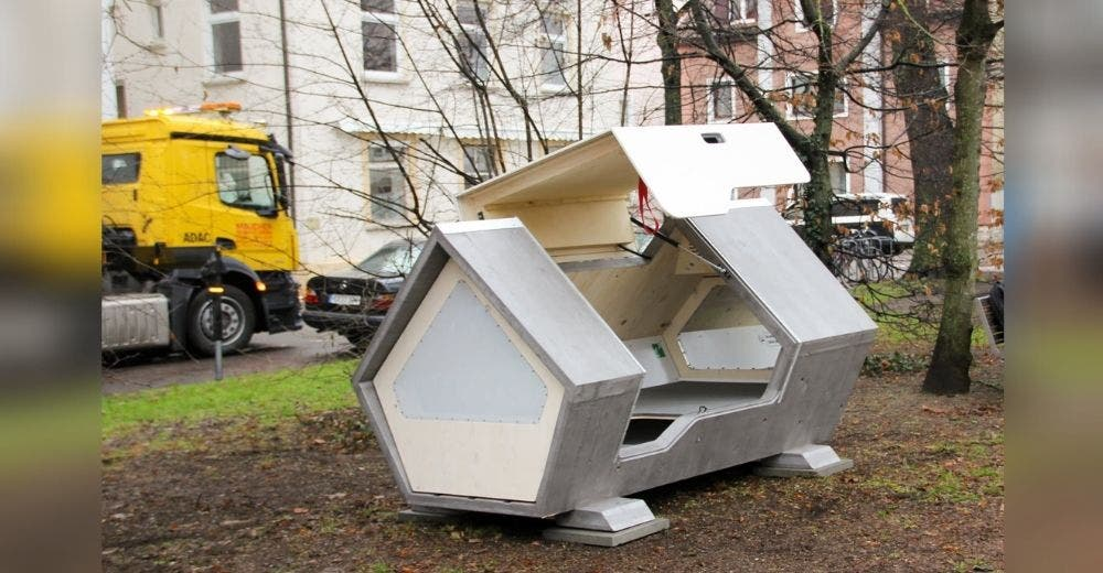 Instalan cápsulas en la ciudad para que las personas sin hogar puedan dormir protegidas