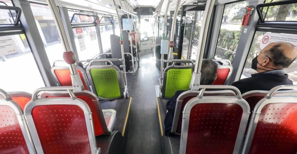 """«Fue muy traumático"""" – Bajan del autobús a un joven autista porque incomodaba a un pasajero"""