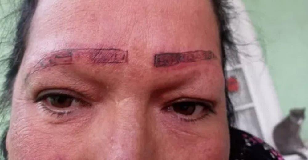 Denuncia a los falsos tatuadores que dejaron avergonzada a su mamá y se hace viral