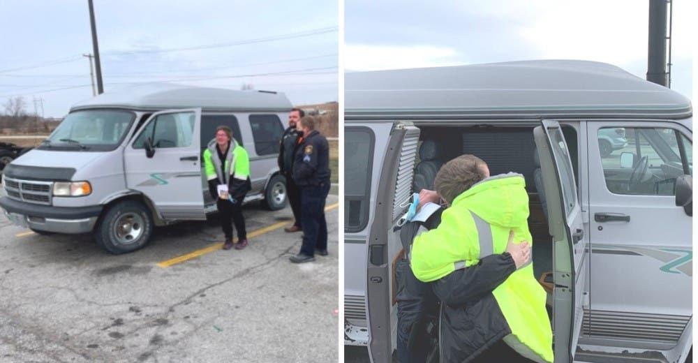 Una madre soltera con 2 hijos camina 10 km al día para trabajar y la policía le regala un auto